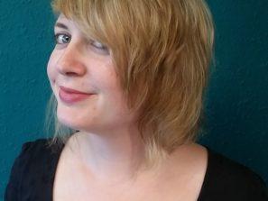 Přírodní blond vlasy