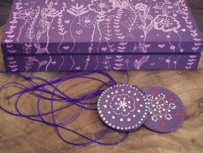 fialová krabice
